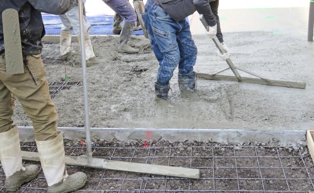 コンクリートの耐久性、水密性を保つ。